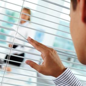 Meeste werkgevers bespieden personeel