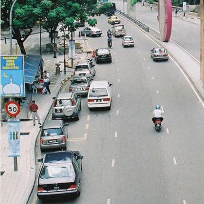 Motorrijdende forens kost Maleisië fortuin