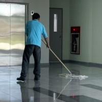 Rijk neemt schoonmakers weer in dienst
