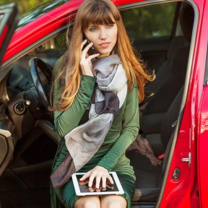 Appen in de auto: moet HR ingrijpen?