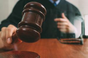 CNV naar de rechter om slapende dienstverbanden