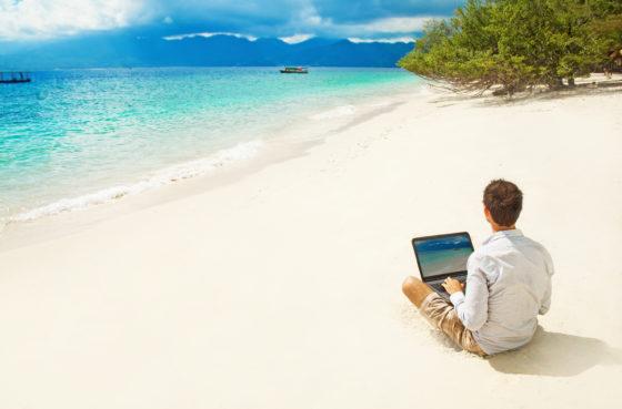 Werken op het strand: waar is mijn tweede scherm?