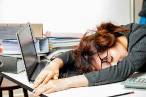 Powernap op het werk: wie durft?