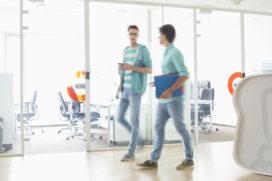 Heb aandacht voor bewegen, akoestiek en licht bij inrichting werkplek