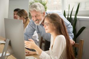 Hoe coach je jonge medewerkers?